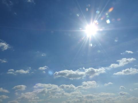 日差しが強いときの日焼け止めは肌荒れの原因!