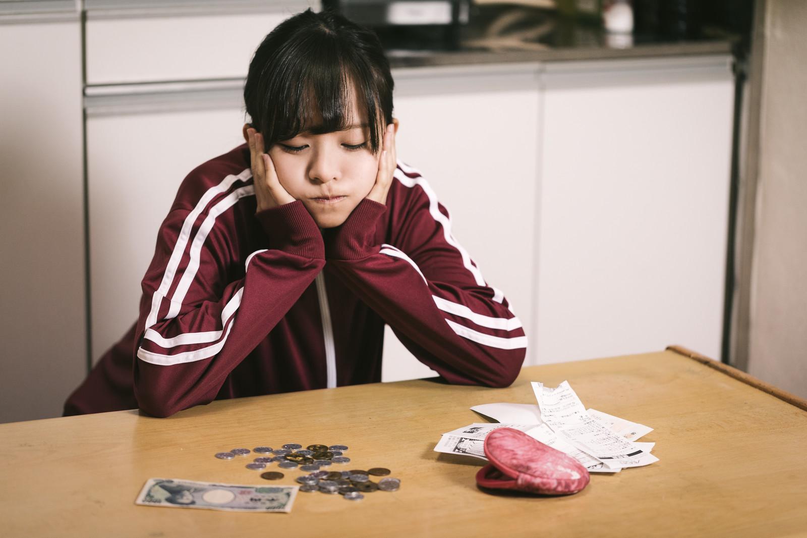 大学生はお金を使いすぎ?いますぐ貯金しないと大後悔することに!