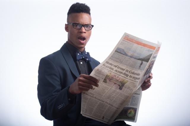 電車での新聞は禁止して欲しい!あいつらウザ過ぎwww!マジで何なの?