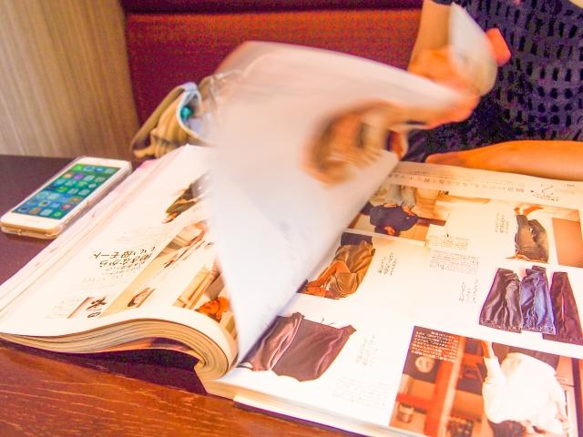 美容院で雑誌読むのってあり?カット中だと超マナー違反?!