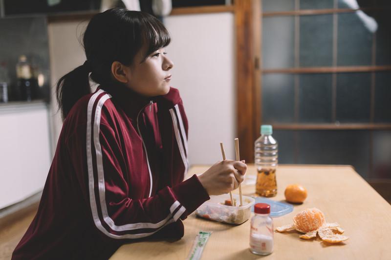 一人暮らし食費3万円は高い?自炊もせず簡単に出費を減らす方法!