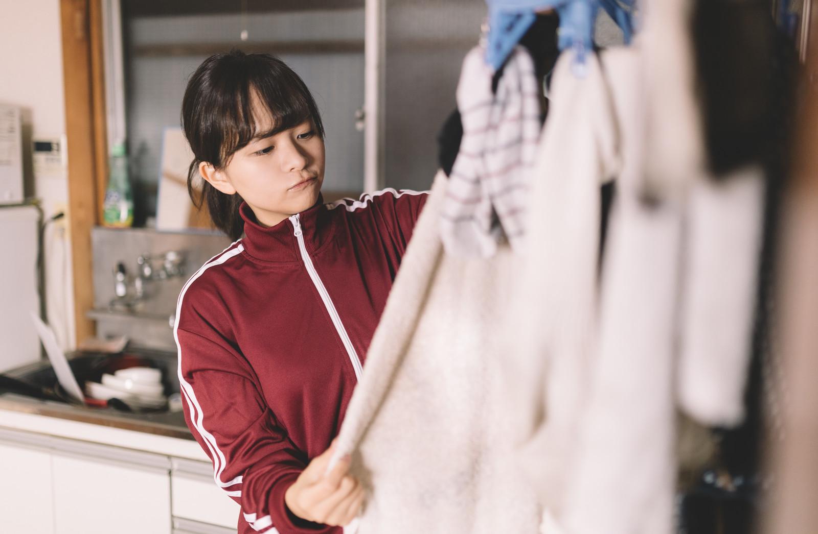 洗濯の頻度【服は何回着たら洗う?】実は1回で汚いし臭ってる!