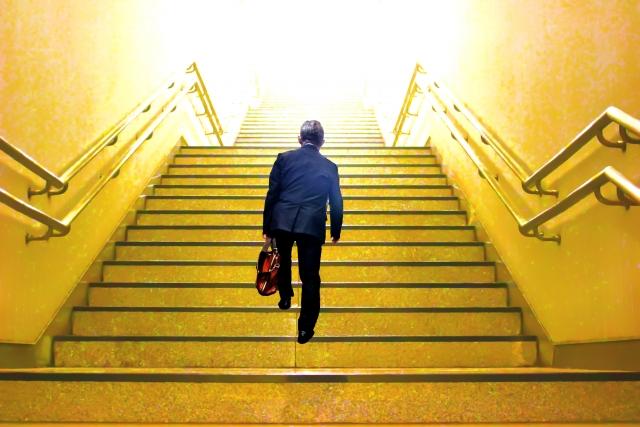 駅の階段登るの遅い奴!後ろから押して良い?効果的な対処法まとめ!