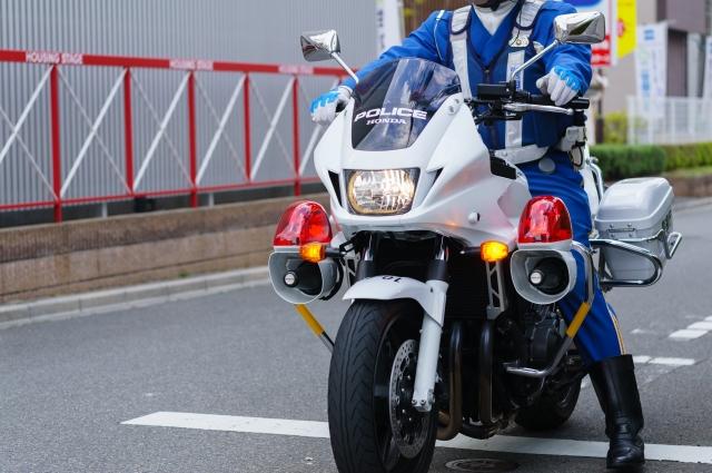 警察のバイクは原付?必要免許や白バイとの違いまとめ!美人警官の運転動画も公開