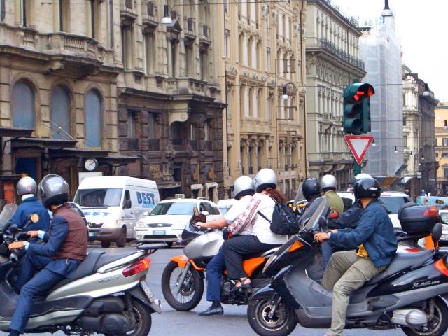 信号でバイクが割り込みしてくる!奴らムカツク!どうしたら良い?