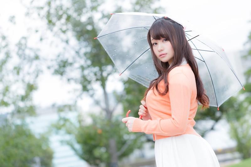 電車で傘持って座るときどうやって持つ?迷惑じゃないたった1つ方法