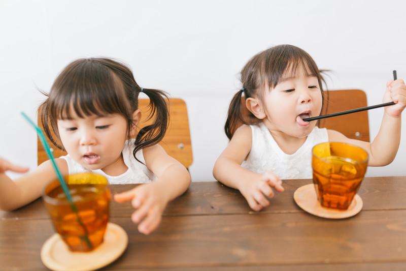 ストローを噛む子供はストレス障害?!心配するお母さんの悩みを解決